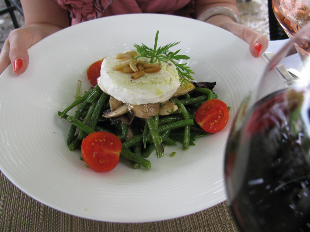 Haricot verts (green beans) salad with mushrooms, goat cheese, honey ...