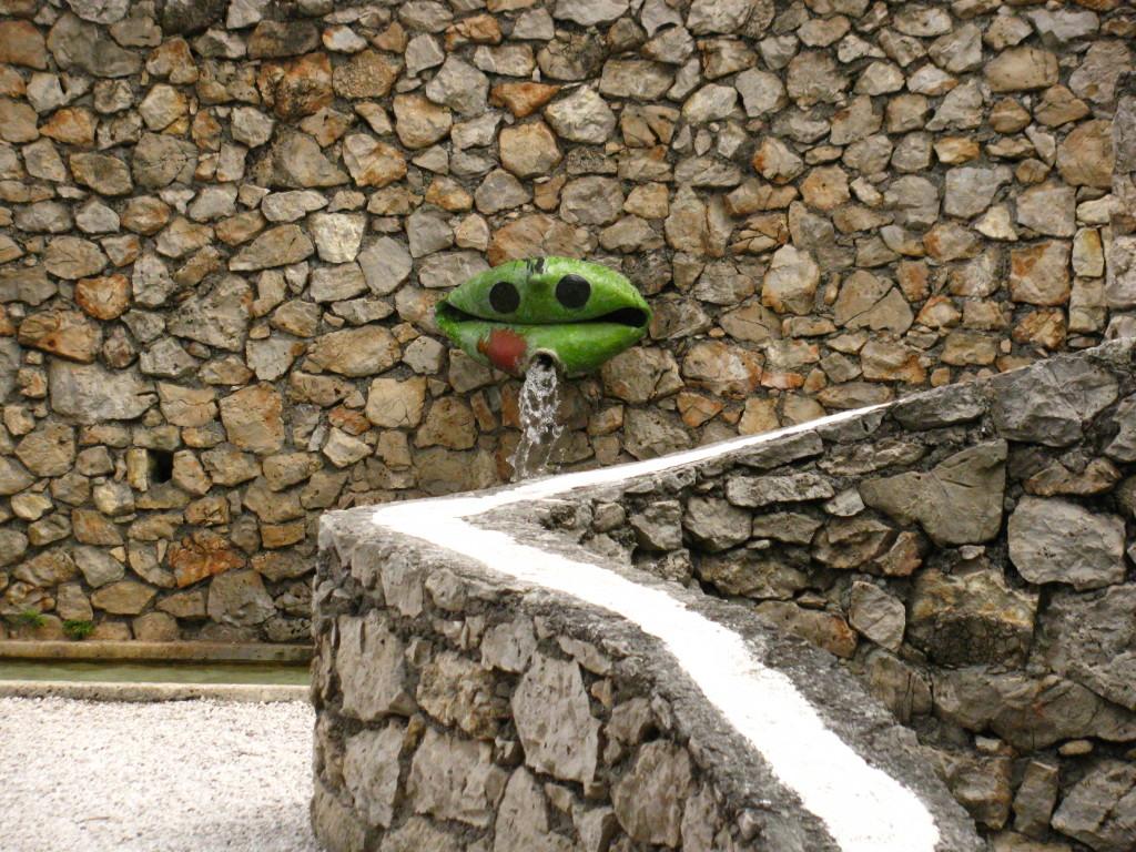 Miróva žaba u vrtu Fundacije Maeght