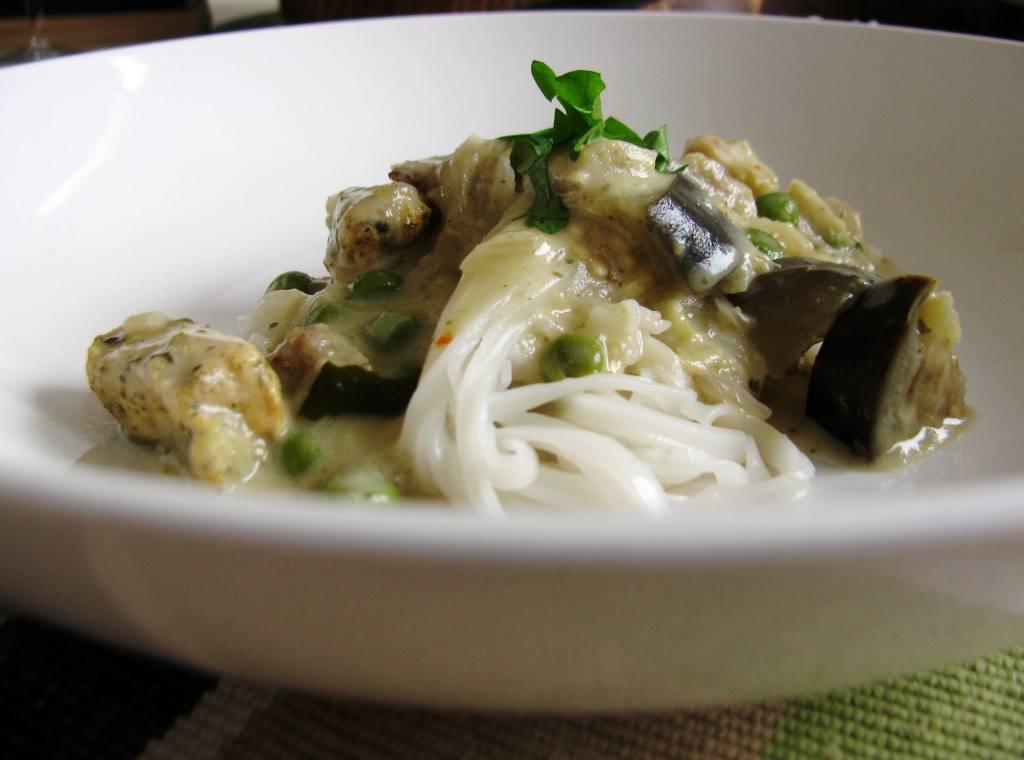 Simply fun-thai-stic! (Simple green Thai chicken curry)