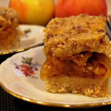 True Autumn Pie with Apples and Pumpkin