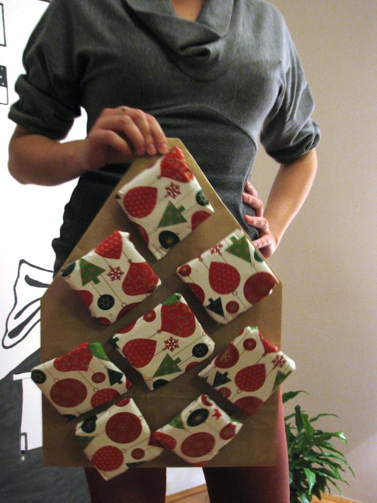 Marinino božićno drvce s ponešto drugačijim ukrasima - paketićima punim keksića
