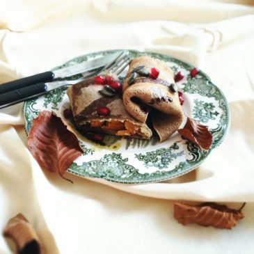 Heljdine palačinke s pečenom bundevom i sirnim namazom od badema (V)