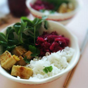 """Hrskavi tofu s ljuto-slatkim umakom i Kako napraviti savršeni """"Buddha bowl"""""""