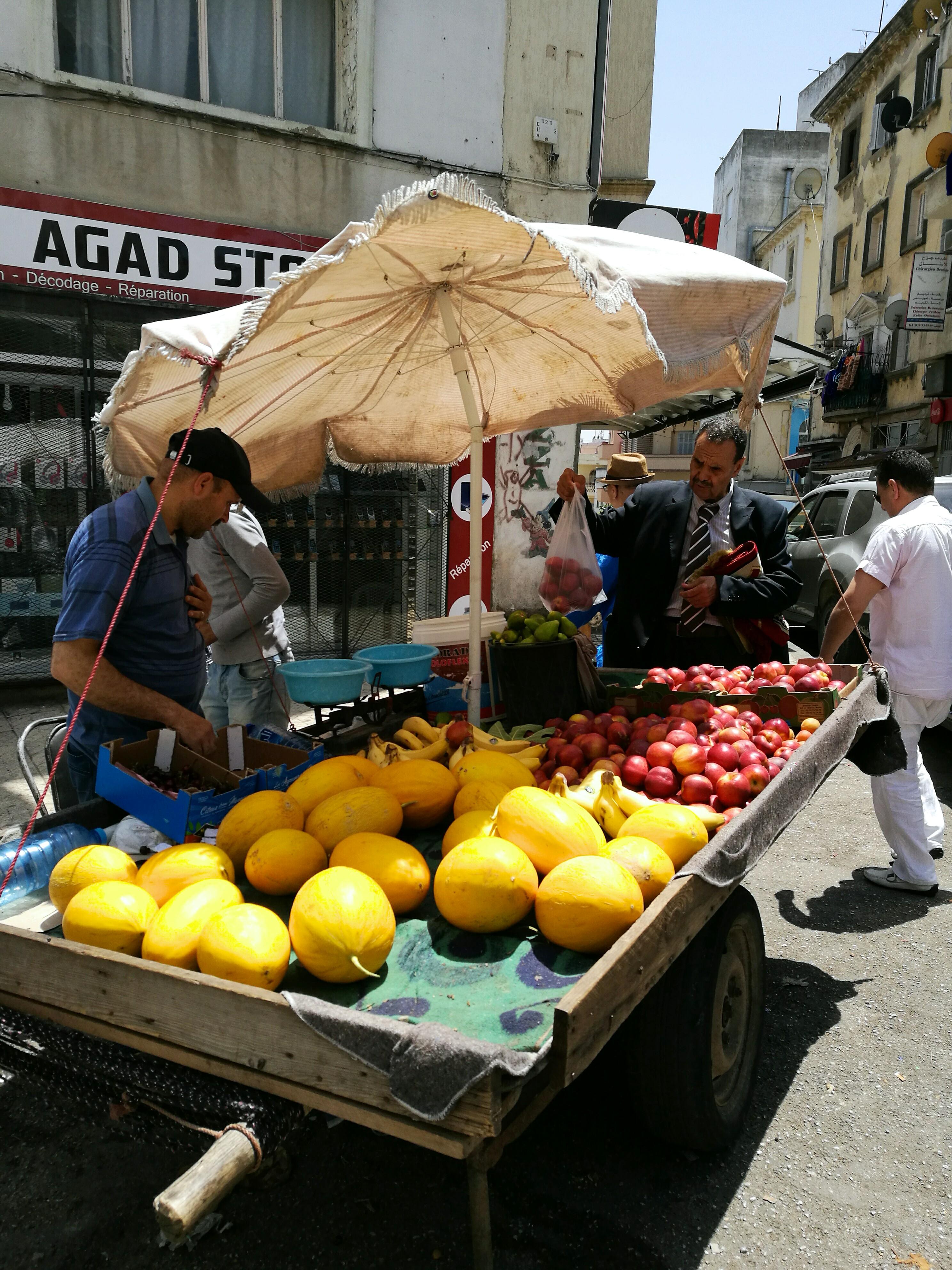 Ulični štand s voćem
